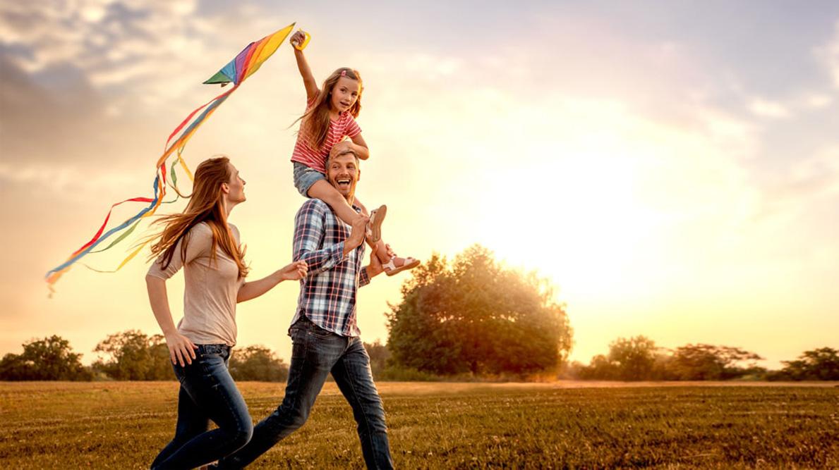 Vnašej práci sa podstatne častejšie ako iné organizácie pôsobiace vpomáhajúcich profesiách stretávame so skutočnenáročnými prípadmi detí, ktoré súnásiliu vystavené zo strany vlastných rodičov.Napriek tomu sme naďalej presvedčení, že najlepším miestom, kde môže dieťa vyrastať, je rodina. Preto vždy, keď je to len trochu možné, hľadáme možnosti, ako rodinu zachovať azabrániť tak umiestneniu dieťaťa do inštitucionálnej […]
